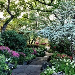far niente garden path in spring